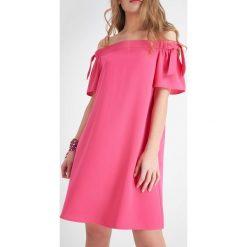 Apaszki damskie: Sukienka z dekoltem carmen