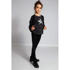 Ciemnoszary Sweter w Paski NDZ36039. Czarne swetry dziewczęce marki Fasardi, m, z dresówki. Za 59,00 zł.