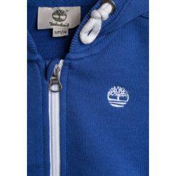 Timberland BABY LAYETTE CARDIGAN  Bluza rozpinana blaugrau. Czerwone bluzy chłopięce rozpinane marki Timberland, z materiału. Za 199,00 zł.