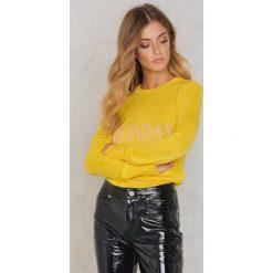 Swetry oversize damskie: NA-KD Sweter z dzianiny Weekday – Yellow