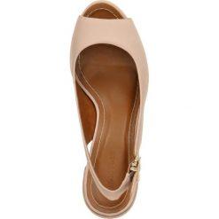 Sandały SAWU. Czerwone sandały damskie na słupku Gino Rossi, w paski, z nubiku, na wysokim obcasie. Za 199,90 zł.