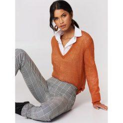 Moves Sweter Nilly - Orange,Copper. Pomarańczowe swetry oversize damskie Moves, z dzianiny. W wyprzedaży za 48,59 zł.