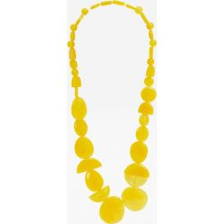 Żółty naszyjnik z żywicy. Żółte naszyjniki damskie Pull&Bear. Za 49,90 zł.