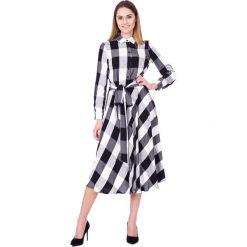 Czarno-biała sukienka w kratę za kolano BIALCON. Białe długie sukienki BIALCON, do pracy, na lato, m, z wiskozy, biznesowe, z długim rękawem, rozkloszowane. W wyprzedaży za 293,00 zł.