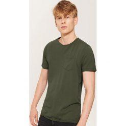 T-shirt z kieszonką - Khaki. Czarne t-shirty męskie marki House, l, z nadrukiem. Za 39,99 zł.