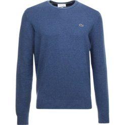 Lacoste Sweter cruise chine/navy blue flour. Szare swetry klasyczne męskie marki Lacoste, z bawełny. Za 439,00 zł.
