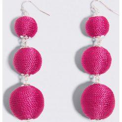 Kolczyki damskie: NA-KD Accessories Wiszące kolczyki Triple Globe – Pink