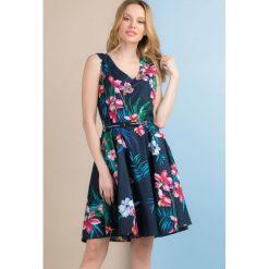 Odzież damska: Rozkloszowana sukienka w kwiaty