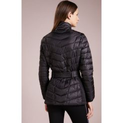 Barbour International™ Kurtka przejściowa black. Czarne kurtki damskie Barbour International™, z materiału. W wyprzedaży za 681,85 zł.