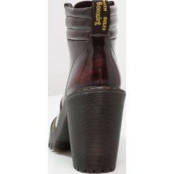 Botki damskie lity: Dr. Martens PERSEPHONE 6 EYE PADDED COLLAR BOOT ARCADIA Botki na obcasie cherry red