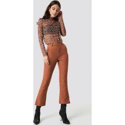 Moves Spodnie Ynne - Brown. Brązowe spodnie z wysokim stanem Moves. Za 262,95 zł.