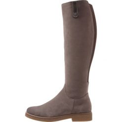 Pier One Kozaki taupe. Szare buty zimowe damskie marki Pier One, z materiału. W wyprzedaży za 335,20 zł.