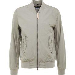 CLOSED Kurtka Bomber olive. Brązowe kurtki męskie bomber marki CLOSED, m, z bawełny. W wyprzedaży za 419,60 zł.