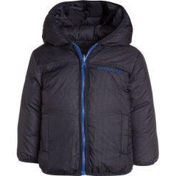 Armani Junior Kurtka puchowa phantasia bluette. Niebieskie kurtki chłopięce zimowe marki Armani Junior, z materiału. W wyprzedaży za 871,20 zł.