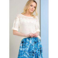 Swetry klasyczne damskie: Sweter z ażurowym wzorem