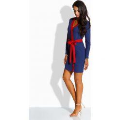Prosta sukienka z kontrastującą lamówką granatowa-czerwony ANGELA. Niebieskie długie sukienki Lemoniade, na co dzień, w paski, eleganckie, z klasycznym kołnierzykiem, z długim rękawem. Za 104,90 zł.