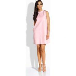 """Różowa Sukienka o Linii """"A"""" z Guzikami na Ramionach. Czerwone sukienki na komunię marki Molly.pl, na co dzień, s, z tkaniny, ze stójką, w kształcie a. Za 91,90 zł."""
