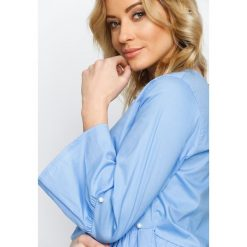 Niebieska Bluzka Shangri-la. Niebieskie bluzki longsleeves marki Born2be, s, z falbankami. Za 64,99 zł.