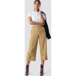 NA-KD Szerokie spodnie - Beige. Brązowe spodnie z wysokim stanem NA-KD. Za 121,95 zł.