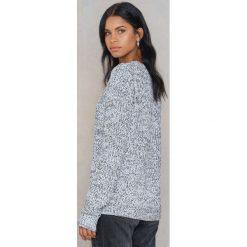 Rut&Circle Sweter z dziurami na ramionach - Grey. Szare swetry klasyczne męskie marki Rut&Circle, z okrągłym kołnierzem. W wyprzedaży za 44,38 zł.