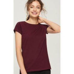 T-shirt Basic - Bordowy. Czerwone t-shirty damskie marki Sinsay, l, z nadrukiem. Za 9,99 zł.