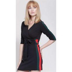 Sukienki: Czarno-Zielona Sukienka White Stripes
