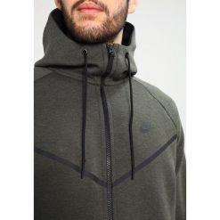 Nike Sportswear TECH FULL ZIP WINDRUNNER HOODIE Bluza z kapturem sequoia/heather/black. Zielone kardigany męskie Nike Sportswear, m, z bawełny, z kapturem. W wyprzedaży za 356,15 zł.