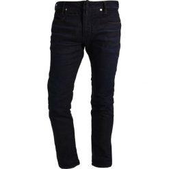 GStar Jeansy Slim Fit dark aged. Czerwone jeansy męskie relaxed fit marki G-Star, l, z napisami. W wyprzedaży za 391,30 zł.