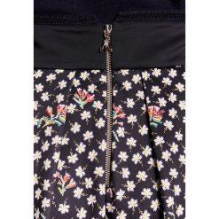 Patrizia Pepe GONNA Spódnica trapezowa black. Czarne spódniczki trapezowe Patrizia Pepe, z elastanu. W wyprzedaży za 629,30 zł.