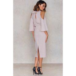 Sukienki: NA-KD Sukienka z wiązaniem na szyi – Pink