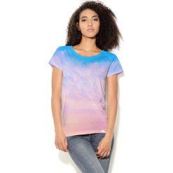 Colour Pleasure Koszulka damska CP-034  42 niebiesko-różowo-fioletowa r. M-L. Fioletowe bralety marki Colour pleasure, uniwersalny. Za 70,35 zł.