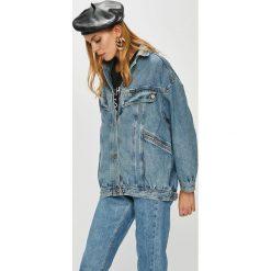 Wrangler - Kurtka. Szare kurtki damskie jeansowe marki Wrangler, na co dzień, m, z nadrukiem, casualowe, z okrągłym kołnierzem, mini, proste. Za 449,90 zł.