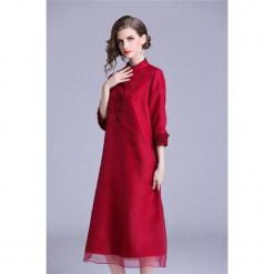 Sukienka w kolorze czerwonym. Czerwone sukienki na komunię marki Zeraco, z dekoltem na plecach, midi. W wyprzedaży za 349,95 zł.
