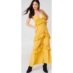 Boohoo Sukienka maxi na ramiączkach z falbanami - Yellow. Żółte długie sukienki marki Boohoo, z poliesteru, z długim rękawem. W wyprzedaży za 36,59 zł.