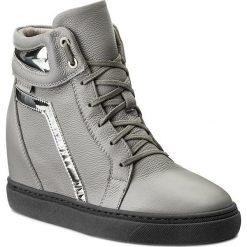 Sneakersy NESSI - 17300 Szary 411. Czarne sneakersy damskie marki Nessi, z materiału, na obcasie. W wyprzedaży za 269,00 zł.