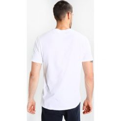 Wood Wood NO ONE Tshirt z nadrukiem bright white. Niebieskie koszulki polo marki Tiffosi. Za 229,00 zł.
