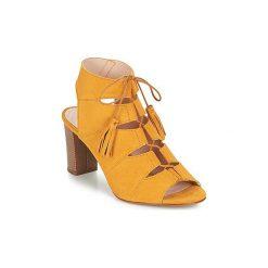 Sandały Betty London  EVENE. Żółte sandały damskie marki Kazar, ze skóry, na wysokim obcasie, na obcasie. Za 244,30 zł.