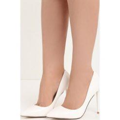Białe Szpilki Modern Lady. Białe szpilki marki Born2be, z materiału, na wysokim obcasie, na obcasie. Za 79,99 zł.
