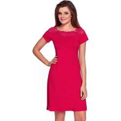 Damska koszulka nocna Laurencja Ruby. Czerwone koszule nocne i halki marki Astratex, z haftami, z elastanu. Za 104,99 zł.