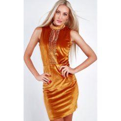 Sukienka welurowa z perełkami miodowa 6656. Pomarańczowe sukienki Fasardi, l, z weluru. Za 59,00 zł.
