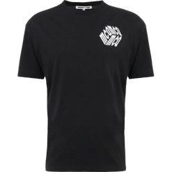 McQ Alexander McQueen Tshirt z nadrukiem darkest black. Czarne t-shirty męskie z nadrukiem McQ Alexander McQueen, m, z bawełny. Za 549,00 zł.