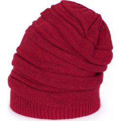 Czapka damska Twarzowa czerwona. Czerwone czapki zimowe damskie marki Art of Polo. Za 40,85 zł.