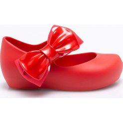 Melissa - Baleriny dziecięce Ultragirl. Czerwone meliski damskie marki Melissa, z kauczuku. W wyprzedaży za 299,90 zł.