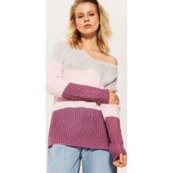 Sweter z dekoltem w serek - Wielobarwn. Szare swetry klasyczne damskie House, l, z dekoltem w serek. Za 59,99 zł.