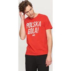 T-shirt dla kibica - Czerwony. Czerwone t-shirty męskie marki Reserved, m. W wyprzedaży za 14,99 zł.