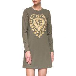 Sukienka w kolorze khaki. Brązowe sukienki marki YULIYA BABICH, xs, z nadrukiem, z okrągłym kołnierzem. W wyprzedaży za 149,95 zł.