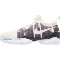 Nike Performance MEN AIR ZOOM ULTRA REACT HC Obuwie do tenisa Outdoor light cream/black. Białe buty do tenisa męskie marki Nike Performance, z materiału. W wyprzedaży za 503,20 zł.