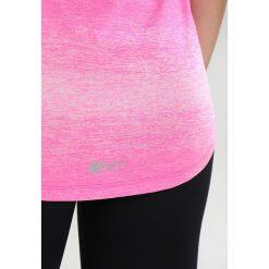 Superdry SPORT FITSPIRATION OMBRE Koszulka sportowa vibe pink/white. Szare topy sportowe damskie marki Superdry, l, z nadrukiem, z bawełny, z okrągłym kołnierzem. Za 149,00 zł.