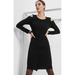 Sukienka cold shoulders. Szare sukienki asymetryczne marki Mohito, l, z asymetrycznym kołnierzem. Za 79,99 zł.
