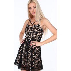 Sukienka z paskami na dekolcie czarna ZZ320. Białe sukienki marki Fasardi, l. Za 99,00 zł.